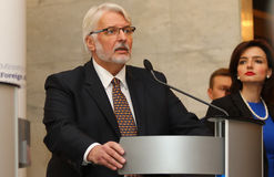 P Klimkin, b Johnson i W Waszczykowski konferencja prasowa w Kie Obrazy Stock