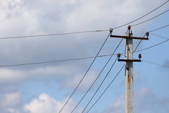 Pôle électrique avec des fils Image libre de droits