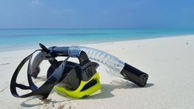 P01910 Maldives white sandy beach fins snorkel mask scuba flippers on sunny tropical paradise island with aqua blue sky Stock Photo
