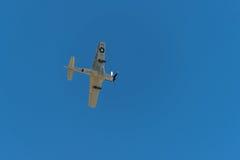 P-51 mustango Sierra Sue II directamente por encima Fotos de archivo libres de regalías