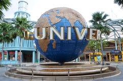 Płodozmienna kuli ziemskiej fontanna w universal studio przy Singapur Fotografia Stock