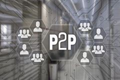 P2P, par a espreitar no tela táctil com um fundo o do borrão foto de stock
