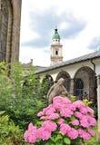 På St Peter & x27; s-kyrkogård i Salzburg Arkivbilder
