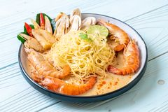 p?tes ?pic?es de spaghetti de crevettes (Tom Yum Goong image libre de droits