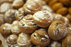 P?tisseries d?licieuses pour le caf? Festins pour le th? Produits de farine Tartes russes Tartes avec remplir images stock