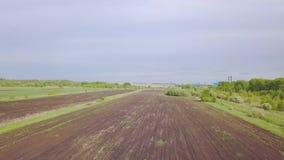 P?ugowy rolnictwa pole przed sia? klamerka Odgórny widok zaorany pole przed siać zbiory wideo
