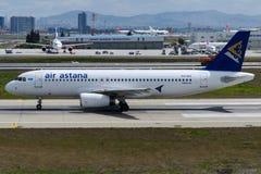 P4-VAS Air Astana, Airbus A320-232 Imagen de archivo libre de regalías