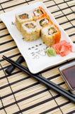 płytki zwija sushi Obrazy Stock