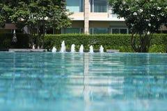 Pływacki basen i ogród Obrazy Stock