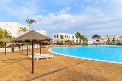Pływacki basen luksusowy kompleks apartamentów Zdjęcia Stock