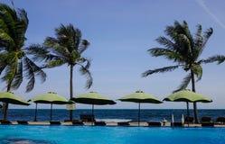 Pływacki basen przy nadmorski hotelem w Wietnam Zdjęcia Royalty Free