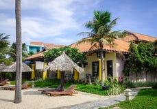 Pływacki basen przy nadmorski hotelem w Wietnam Fotografia Royalty Free