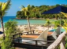 Pływacki basen przy tropikalnym kurortem Obrazy Stock