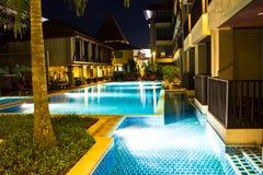 Pływacki basen przy zmierzchem Zdjęcie Royalty Free