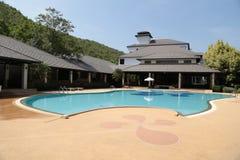 Pływacki basen w kurorcie Obrazy Royalty Free