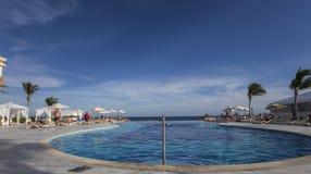Pływacki basen w luksusowym kurorcie, Riviera majowie, Meksyk Fotografia Royalty Free