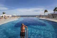 Pływacki basen w luksusowym kurorcie, Riviera majowie, Meksyk Obrazy Stock
