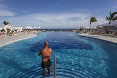 Pływacki basen w luksusowym kurorcie, Riviera majowie, Meksyk Zdjęcia Stock
