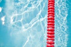 Pływackiego basenu i pasa ruchu arkana Fotografia Royalty Free