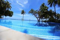 Pływackiego basenu niedaleki Pacyficzny ocean Fotografia Stock