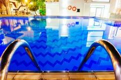 Pływackiego basenu schodki Zdjęcia Royalty Free