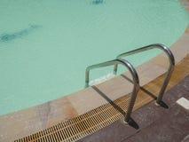 Pływackiego basenu woda z schodkiem Obrazy Royalty Free