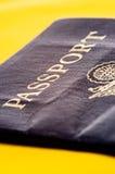 Paß auf Gelb Lizenzfreie Stockbilder