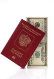 Paß der Russischen Föderation und hundert USD Stockfotos