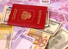 Pass und Geld. stockfotografie