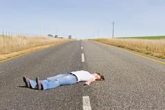 País-estrada abandonada com a menina que encontra-se no middl Imagem de Stock Royalty Free