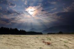 País seco que aguarda una tormenta fotografía de archivo libre de regalías
