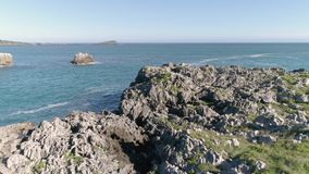 País vasco 4k aéreo de la bahía española hermosa almacen de video
