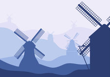Países Bajos, Holanda Siluetas holandesas de los molinos en fondo de descoloramiento de las colinas del paisaje Fotos de archivo
