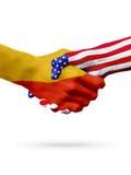 Países das bandeiras Butão e do Estados Unidos, aperto de mão overprinted Fotos de Stock