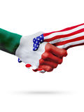 Países das bandeiras México e do Estados Unidos, aperto de mão overprinted Fotografia de Stock Royalty Free