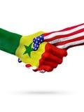 Países das bandeiras Senegal e do Estados Unidos, aperto de mão overprinted Foto de Stock Royalty Free