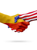 Países de las banderas Bhután y de Estados Unidos, apretón de manos sobreimpreso Fotos de archivo