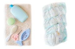 Pañales del bebé, toalla del peine y crema después de bañar, fondo blanco fotos de archivo libres de regalías