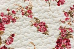Paño blanco con el modelo de flores Fotos de archivo libres de regalías