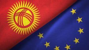 Paño de la materia textil de las banderas de Kirguistán y de la unión europea dos, textura de la tela ilustración del vector