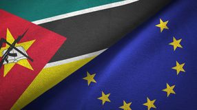 Paño de la materia textil de las banderas de Mozambique y de la unión europea dos, textura de la tela stock de ilustración