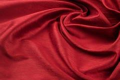 Paño de lujo del fondo rojo o dobleces ondulados del terciopelo de seda del satén de la textura del grunge Foto de archivo libre de regalías
