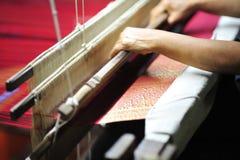 Paño de seda hecho por la tela y la fibra de diseño material del gusano tan Foto de archivo libre de regalías
