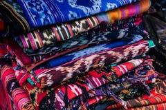 Paño indonesio tradicional colorido hecho a mano de algodón natural fotografía de archivo