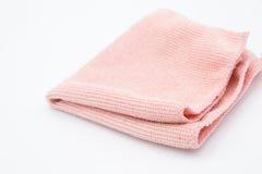 Paño rosa claro de la microfibra en el fondo blanco Imagen de archivo libre de regalías