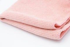 Paño rosa claro de la microfibra en el fondo blanco Fotos de archivo libres de regalías