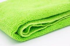 Paño verde claro de la microfibra en el fondo blanco Imagen de archivo libre de regalías