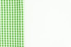 Paño verde, una toalla de cocina con un modelo a cuadros, en una pizca Fotos de archivo