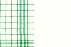 Paño verde, una toalla de cocina con un modelo a cuadros, en una pizca Imágenes de archivo libres de regalías