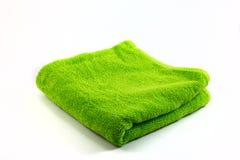 Pañuelo verde de la toalla en el fondo blanco Fotos de archivo libres de regalías